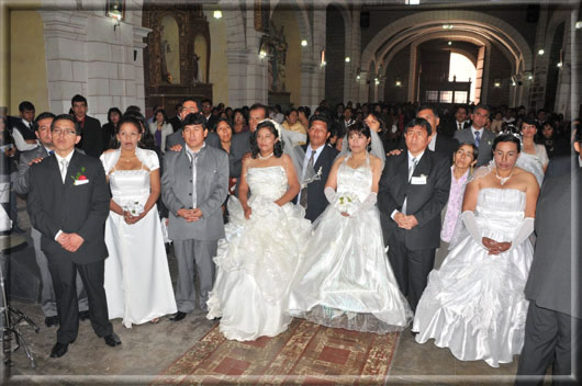 Matrimonio Catolico Peru : Matrimonio comunitario en fiesta de virgen del carmen